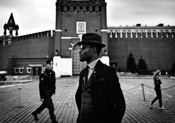 arteh-odjidja-stranger-in-moscow-red-square-2012-dandy-lion